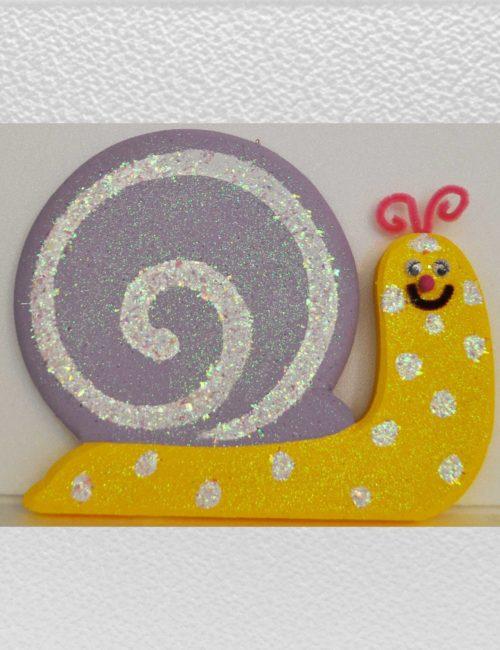 Chiocciola gialla viola decorazione vetrine negozi primavera