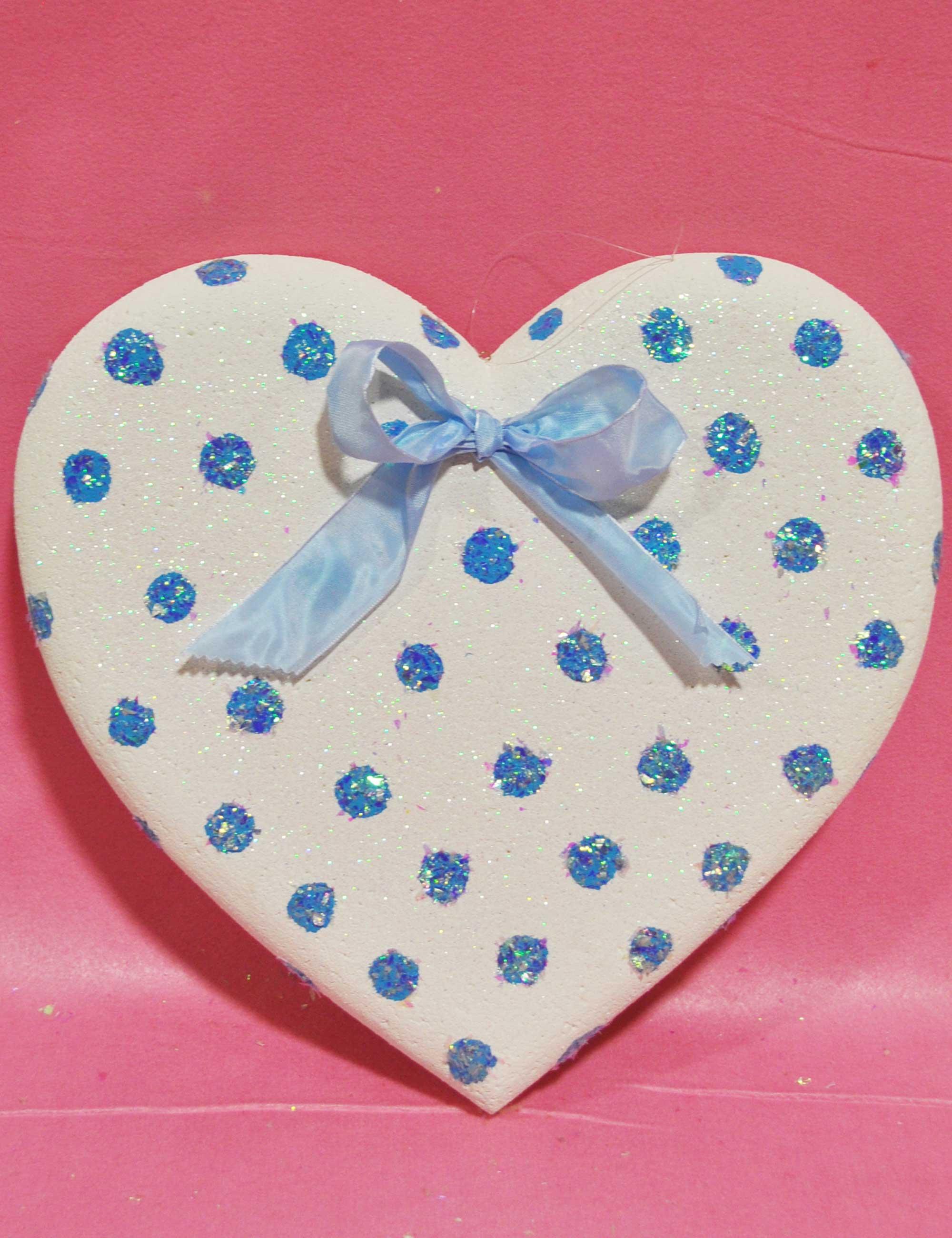 Cuore bianco a pois azzurri decorazione polistirolo baby party