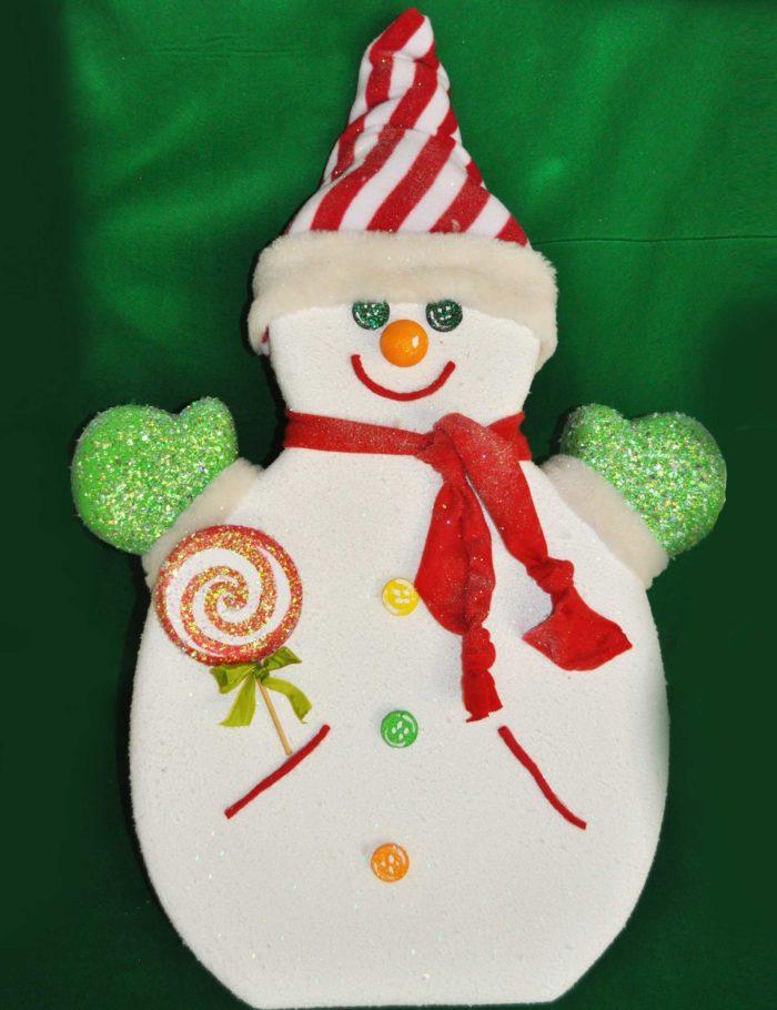 pupazzo di neve altezza 100cm in polistirolo colorato e finta neve decorazione vetrine negozi mercatini centri commerciali Natale
