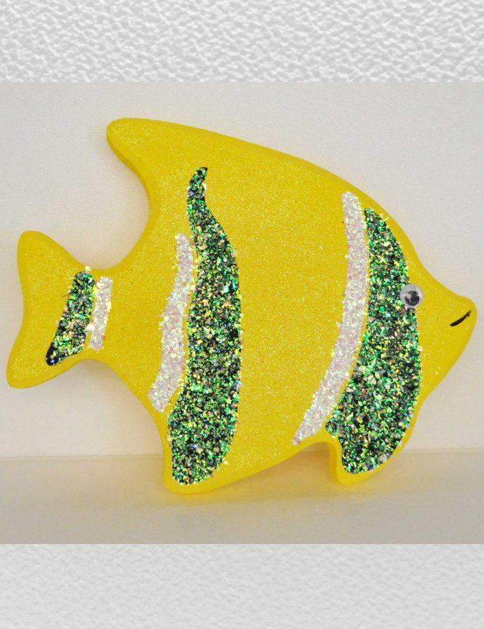 pesce giallo decorazione vetrine negozi periodo estate mare